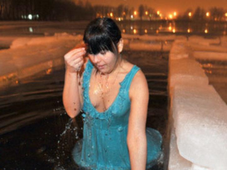 - 30 derecede buz gibi suya girdiler