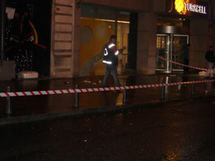 Beyoğlu'nda silahlı kavga: 1 ölü, 3 yaralı