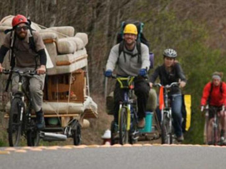 Evini bisikletle taşıdı!
