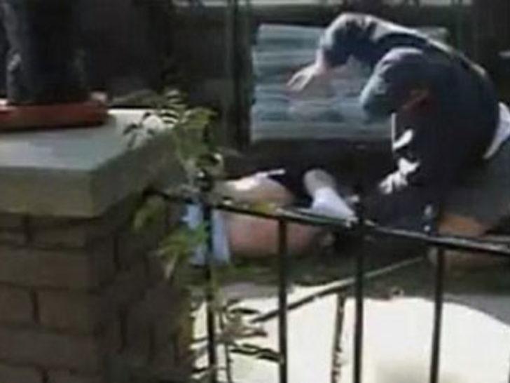 Kızıyla ilişkiye giren çocuğu öyle dövdü ki!