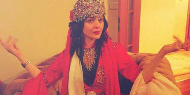 Gonca Vuslateri kaftan giydi, kına yaktı