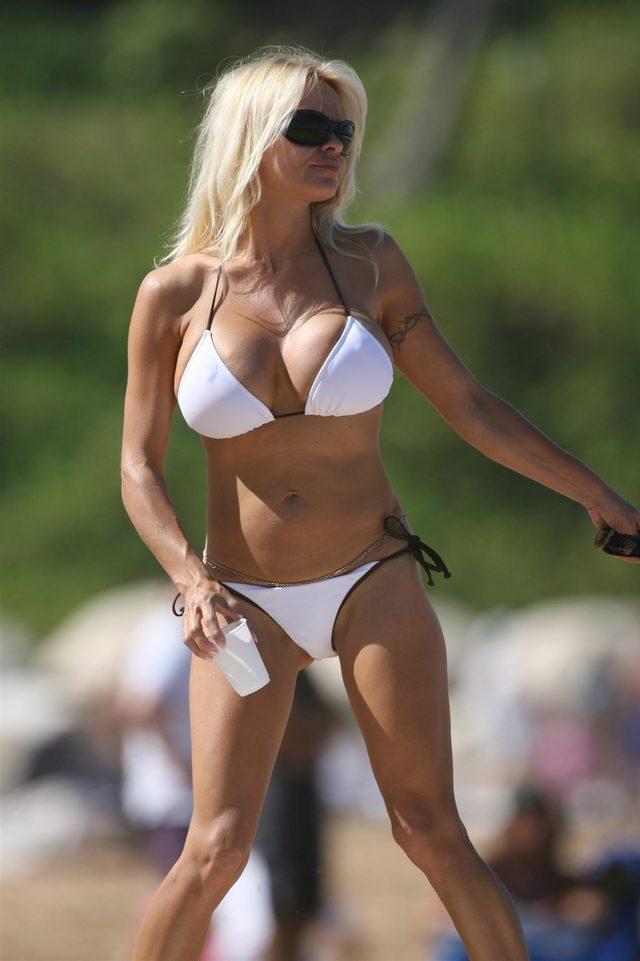 pam-halpert-bikini