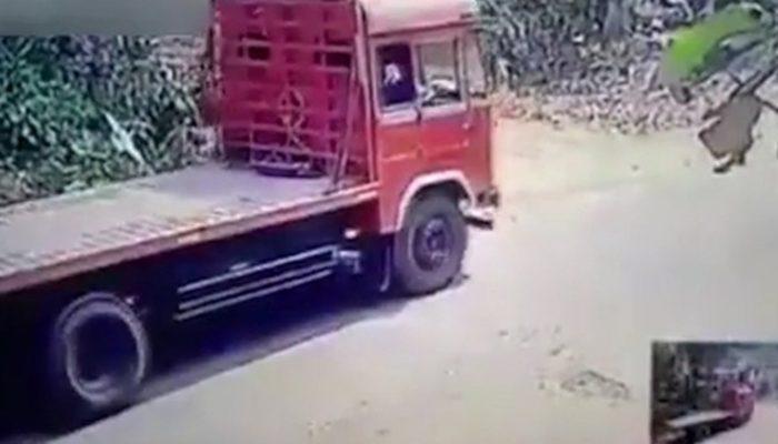 Kendi kamyonundan canını zor kurtardı