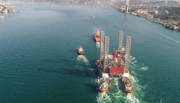 Petrol platformu Boğaz'dan geçemedi!