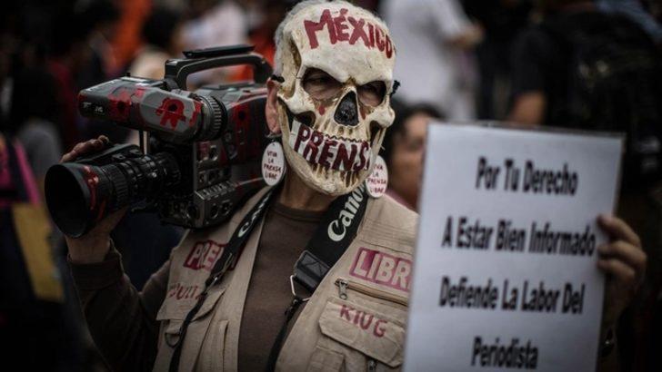 En 2017 hubo 53 periodistas asesinados y 336 encarcelados en el mundo
