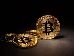 Kripto para birimi Bitcoin'deki düşüş hareketi durmuyor. Bitcoin bir günde yüzde 15 düşüşle 4 bin 651 doları gördü.