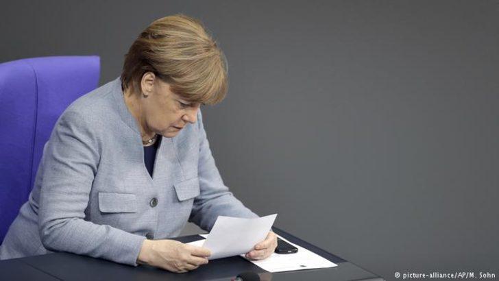 Almanya Merkel konusunda bölündü