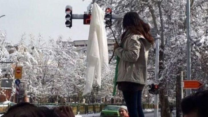 İran'da 'başörtüsünü çıkarma' eylemleri: 29 kadın gözaltında