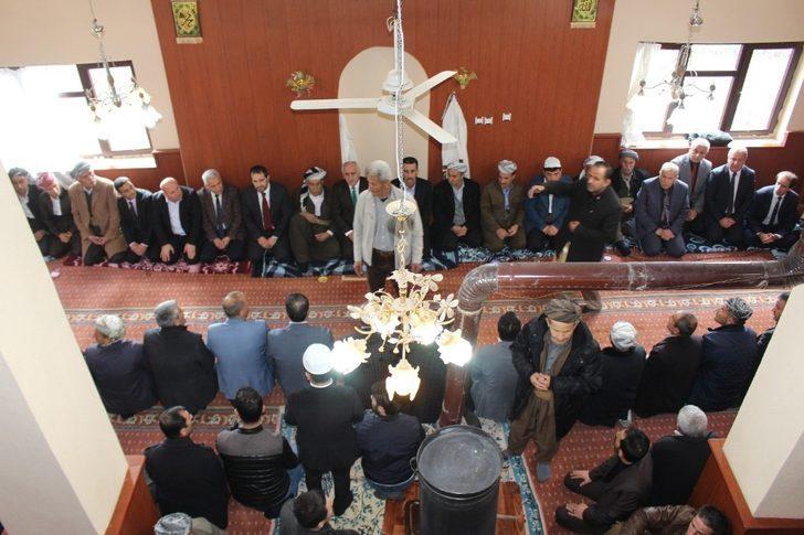 Başkan Gür'den Şemdinli'de ziyaretlerde bulundu