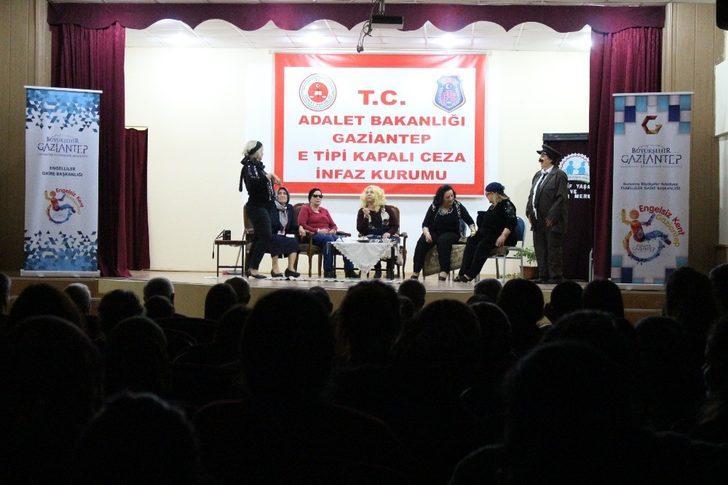 Büyükşehirden cezaevinde tiyatro gösterisi