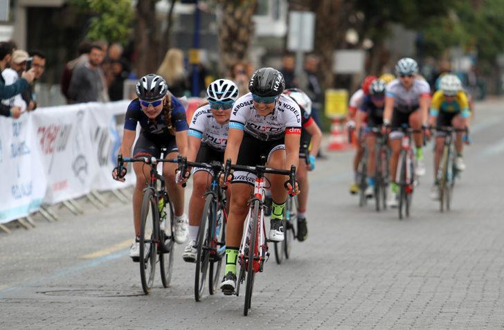Alanya kadın yol bisiklet yarışı başladı