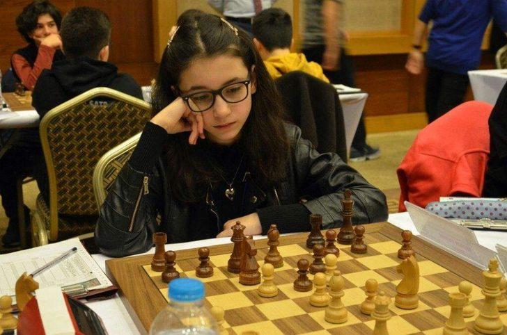 Satrançta ikinci oldu,  gözünü dünya şampiyonluğuna dikti