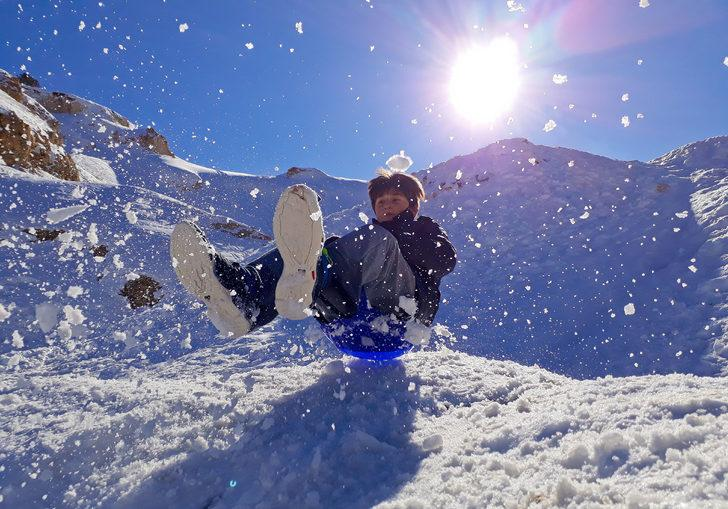 Antalya'da çocukların 'kar' keyfi