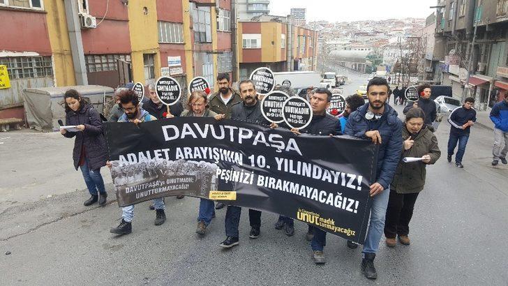 Davutpaşa'daki patlamada ölen 21 kişi karanfillerle anıldı