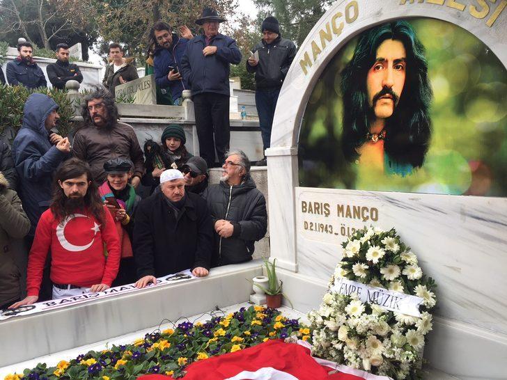 Barış Manço ölümünün 19. yılında mezarı başında anıldı
