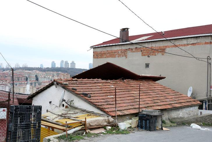 lodos çatı uçurdu, iskeleyi yamulttu