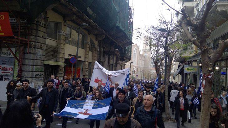 Atina'da binlerce gösterici Makedonya mitingi için toplandı