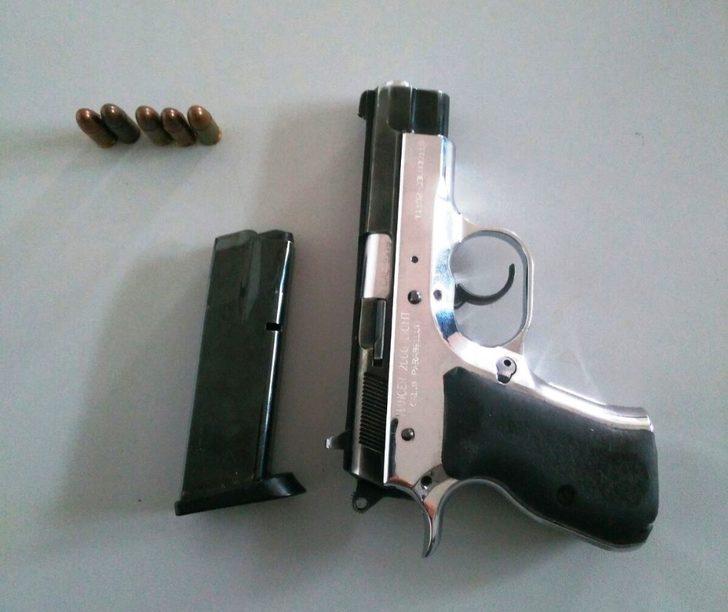 Ruhsatsız silahla yakalandı
