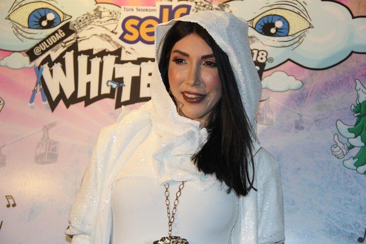 Hande Yener: Kalbim şehitlerimizle, ben teferruatım