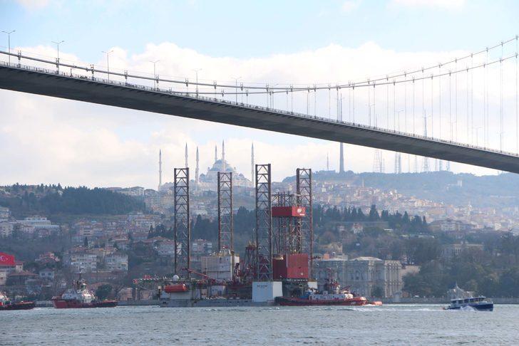 Fotoğraflar // Dev platform 15 Temmuz Şehitler Köprüsü'nün altından geçti