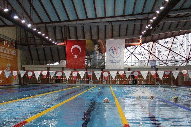 Yüzme Milli Takımı'nın Mersin kampı sona erdi