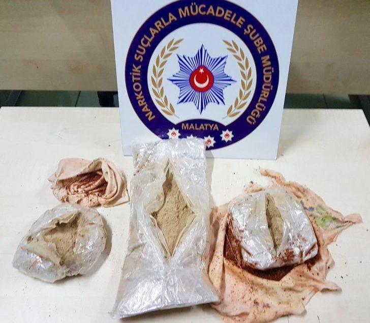 İran uyruklu kadının üzerinden 1 kilo uyuşturucu çıktı