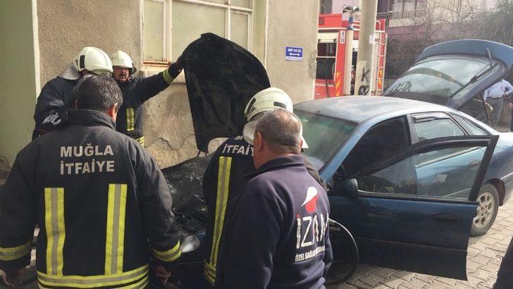 Milas'ta seyir halindeki otomobil yandı