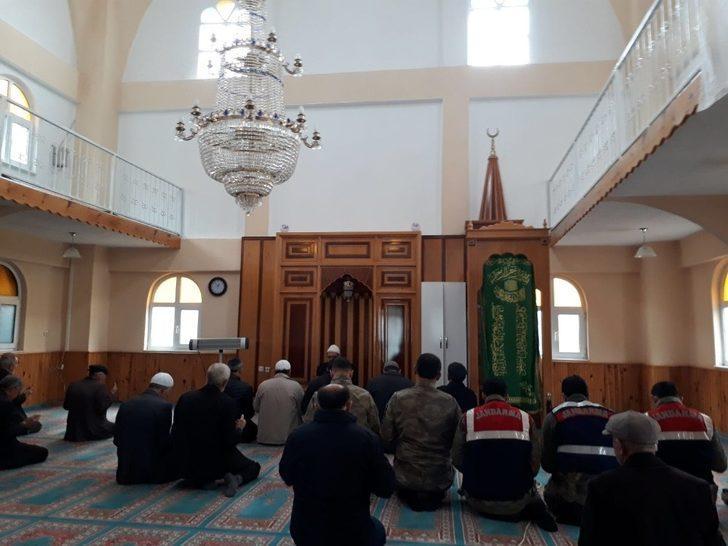 Afrin'deki Mehmetçik için köylüler dua etti