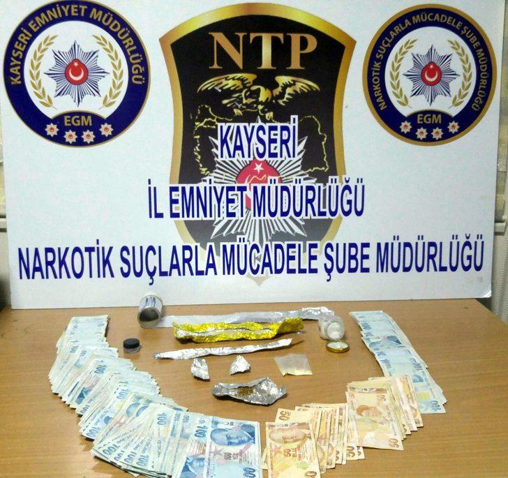 Uyuşturucu ticareti şüphelileri 14 bin lira ile yakalandı