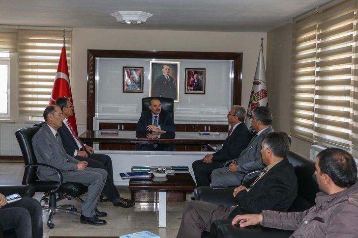 Vali Ustaoğlu, belediye çalışanlarıyla bir araya geldi