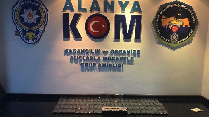 Alanya'da kaçak cep telefonu ele geçirildi
