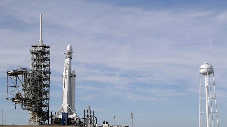 SpaceX Güneş Yörüngesine Tesla Yolluyor