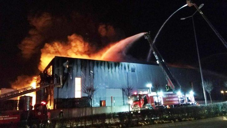Kocaeli'nde parfüm fabrikasında büyük yangın