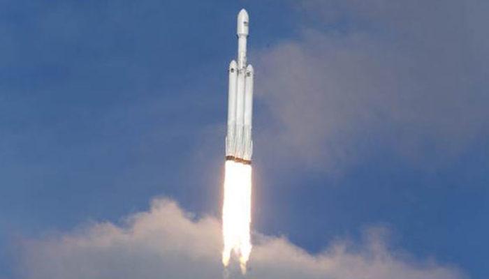 Son dakika! Space-X'in Mars roketi Falcon Heavy fırlatıldı