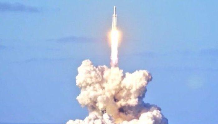 Elon Musk'dan tarihi şov! Çarpıcı fotoğraflar