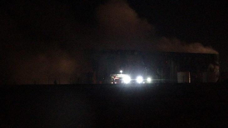 Gebze'de parfüm fabrikası alev alev yandı (3)