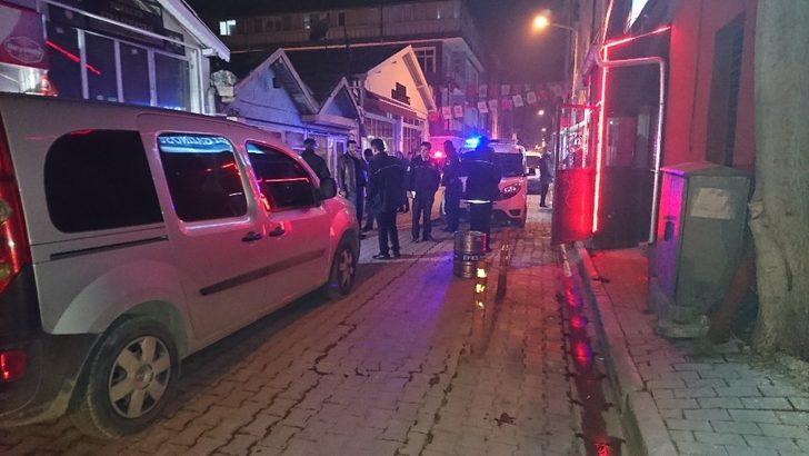 Eğlence merkezi önünde silahlı kavga: 2 yaralı