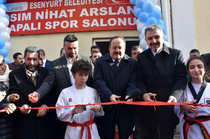 Esenyurt'ta Kapalı Spor Salonu ve Özel Eğitim Sınıfı açıldı