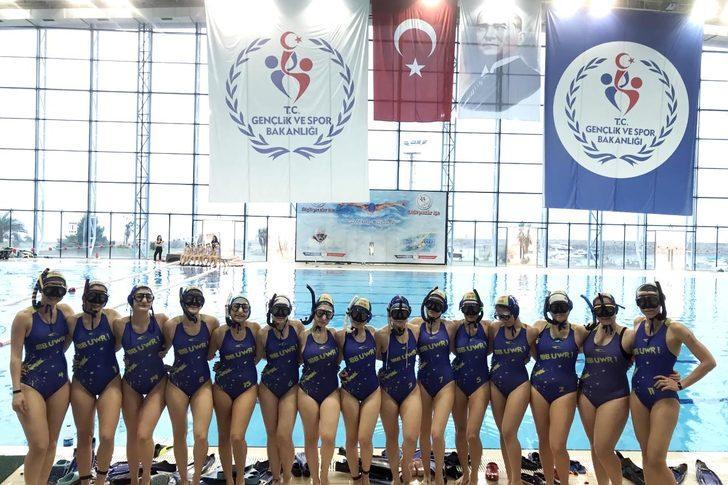 İzmir Büyükşehir Belediyespor'a sualtı ragbisinde 13'üncü kupa geldi