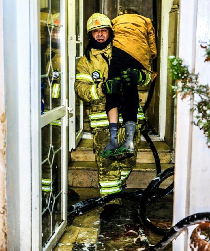 - Beyoğlu'nda 7 katlı otelde yangın: 3'ü ağır, 6 yaralı