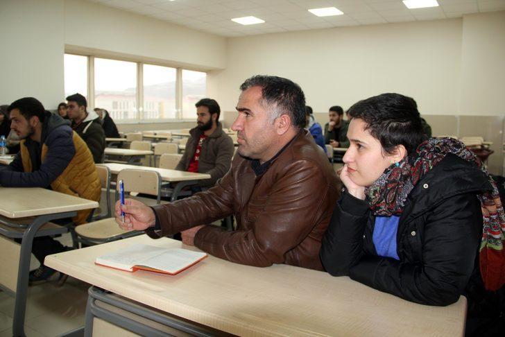 Gazeteci baba ve kızı aynı üniversitede eğitim görüyor