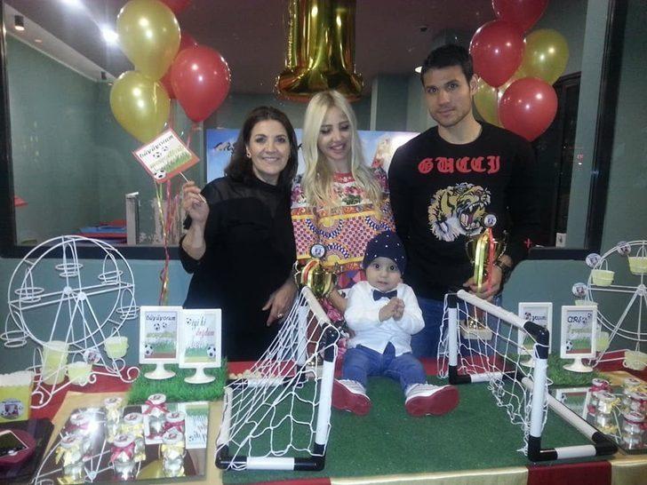 E.Yeni Malatyasporlu futbolcular Ertaç Özbir'in oğlu Arş'ın doğum gününde bir araya geldi