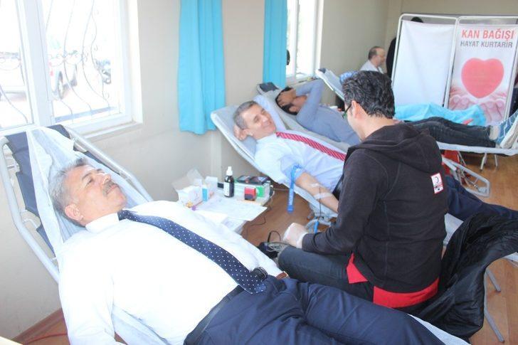 Öğrencilerden Afrin için kan bağışı