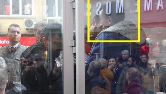 Tramvayda taciz! Polis vatandaşların elinden zor kurtardı