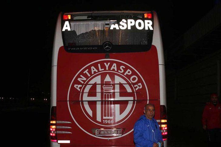 Antalyaspor otobüsünü taşlayan 3 kişi yakalandı