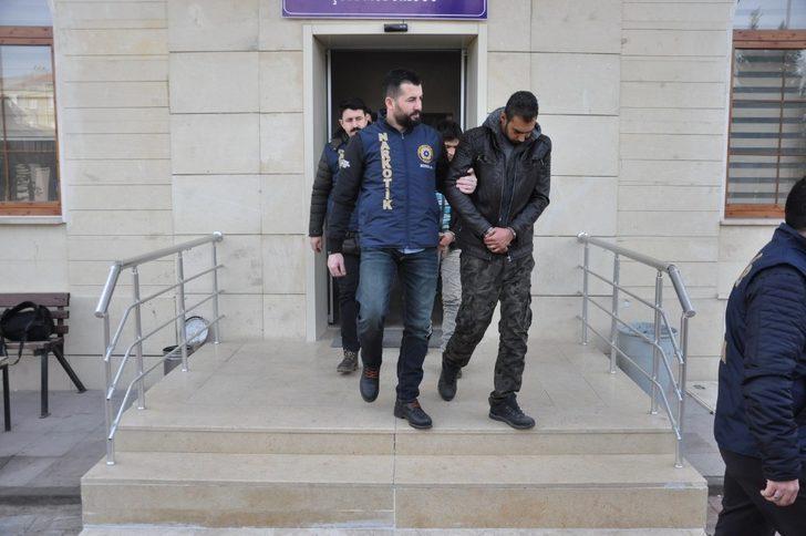 Uşak'ta yabancı uyruklu uyuşturucu tüccarı 3 kişi tutuklandı