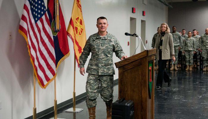 Menbiç'teki ABD'li general: Amerikan askerleri çekilmeyecek