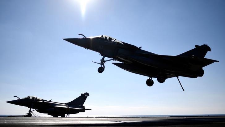 ABD öncülüğündeki koalisyon Suriye'de rejim güçlerine hava saldırısı düzenledi
