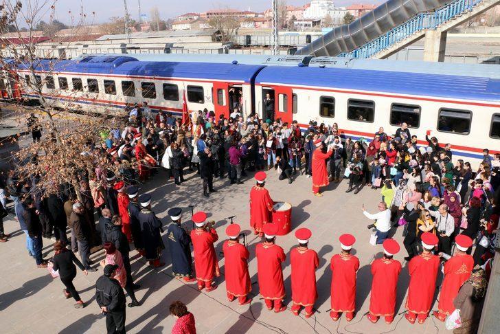 Doğu Ekspresi yolcularına mehterli karşılama