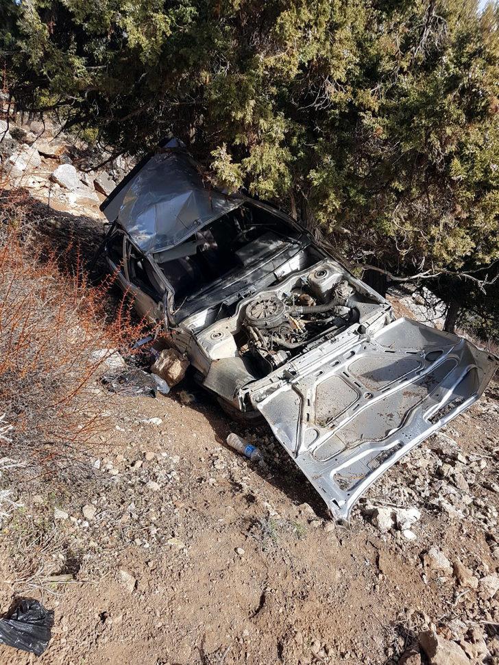 Otomobil şarampole yuvarlandı: 1 ölü, 7 yaralı